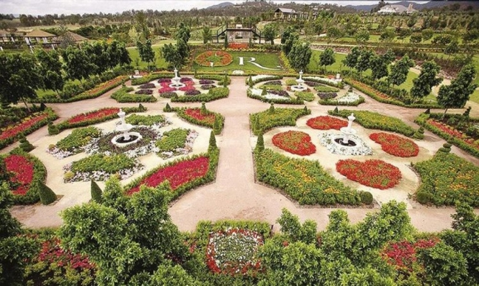 猎人谷花园位于猎人谷葡萄酒之乡的中心,地处澳大利亚新南威尔士州波高尔宾。花园占地14公顷,包含10个主题不同的花园,住宿,购物村,乘车/活动和餐饮。猎人谷花园是南半球最大的展示花园。