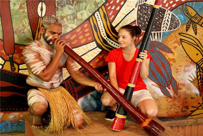 滴珠丽都 - 这是土著主要的乐器。土著会为您解说滴珠丽都是怎么制造的,以及他们是如何运用在各个庆典。他们还会巧妙的模拟动物的声音。