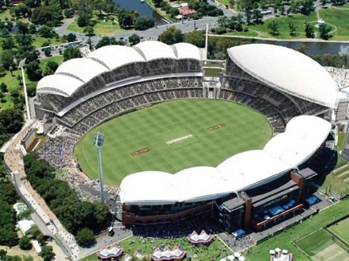 Adelaide Oval享有全球最美板球场的盛名,它坐落在阿德莱德市中心和北阿德莱德之间,紧邻阿德莱德的母亲河Torrens River (多伦斯河)。