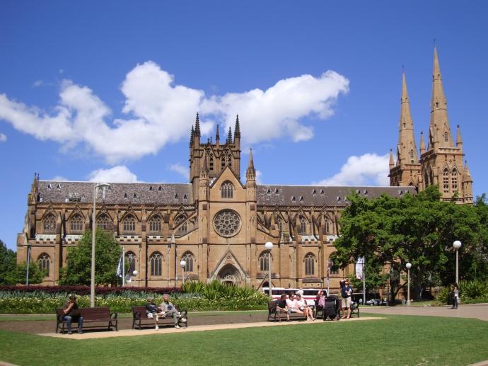 """悉尼圣玛丽大教堂(St Mary's Cathedral)始建于1821年,是澳大利亚规模最大、最古老的宗教建筑,被称为""""澳大利亚天主教堂之母""""。"""