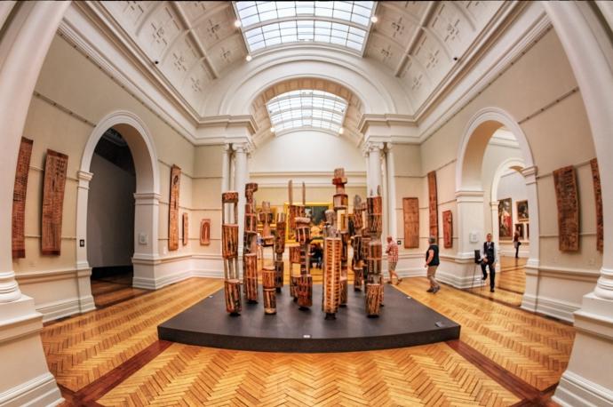 新南威尔士州美术馆内藏有不少从中世纪到近代印象主义的原作,多为油画,还另辟藏馆专门陈列澳洲和土著艺术品、欧洲和亚洲艺术品及现代艺术品和摄影艺术品等,当然中国的藏品也不少。