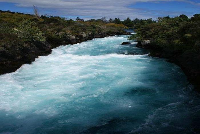 作为新西兰最受欢迎的自然景观之一,胡卡瀑布是绝佳的拍照地点,瀑布位于怀拉基观光公园(Wairakei Tourist Park)内,从陶波驱车向北,只有数公里。瀑布旁有一个游客信息中心,还有许多位置不错的观景台。