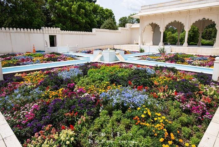 天堂植物园组合(Paradise Garden Collection)中包括了代表中国、英国、日本、美国、印度和意大利的各色花园。每座花园自成一派,设计风格及主旨更是截然不同。