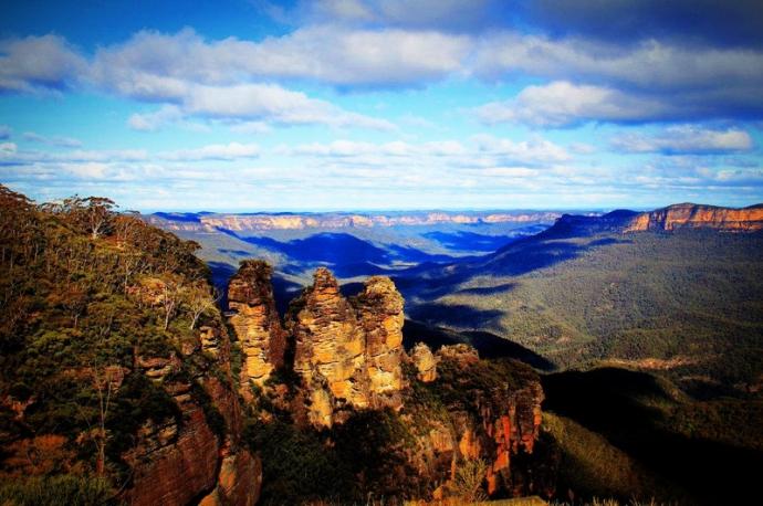 杰米逊谷是澳大利亚知名的丛林徒步旅行和露营胜地,受到了世界各地游客的欢迎,一般人们都喜欢在海拔950米而又不陡峭的隐士山露营。