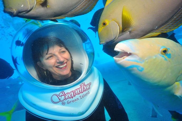 也提供一系列任选活动供游客体验,如潜水、头盔式潜水、海滩租用、美拉尼西亚海洋公园航海博物馆(Marineland Melanesia Nautical Museum)和水下观景台。