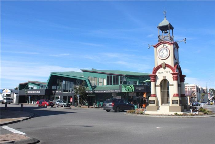 霍基蒂卡小镇是新西兰西海岸的一个小镇,它以盛产金矿和绿石闻名。小镇大约距今150年历史。