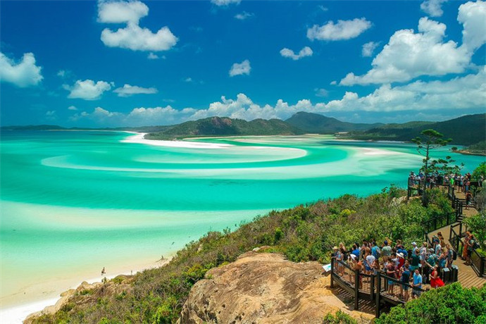 白天堂沙滩是由圣灵群岛国家公园的保护,并在大堡礁的心脏,它被评为世界顶级的环保的海滩,和昆士兰的最干净的海滩!