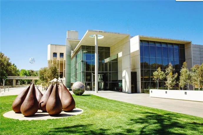 美术馆现有馆藏16万件,除了当代艺术和西洋艺术品外,也典藏了澳洲原住民的工艺创作。