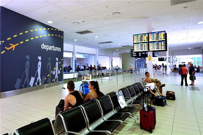 无论您是抵达还是离开,黄金海岸机场为您提供适用的方案。机场外设有3个停车场,接送机停车区域,汽车租赁,出租车以及网络预定车,以确保您方便快捷的机场旅程。