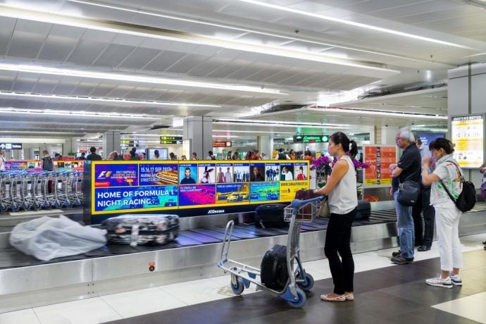国内航班抵达悉尼,在办理完入境手续后,在行李提取厅内提取您的随机托运行李。导游通常在行李提取出等您。