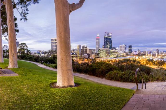 澳大利亚珀斯3日2晚包车游·【西澳之旅】西澳大学+弗里曼特尔市场+尖峰石阵+情人山+遗产玫瑰花园