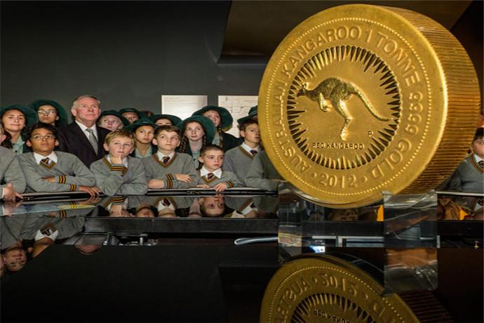 珀斯铸币厂(Perth Mint)位于珀斯市中心海伊(Hay)大街上,珀斯铸币厂是世界上仍在生产中的最古老的铸币厂,其历史可追溯到十九世纪中期的淘金时代。