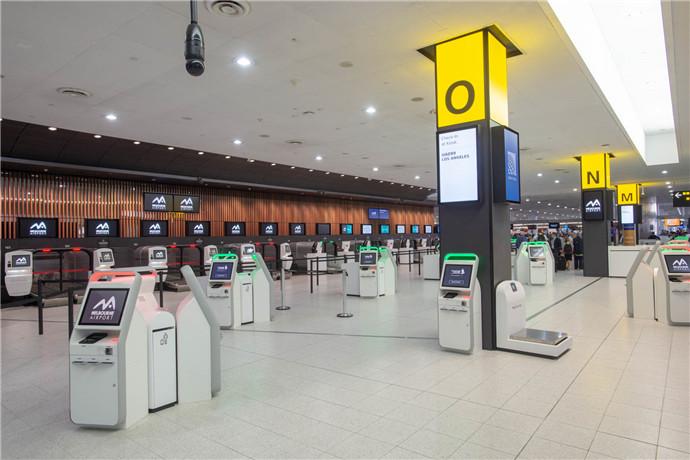 墨尔本机场的出口货运量列澳洲各机场之冠,进口货运量则列澳洲第二;两家货运航空公司Australian air Express和Toll Priority的总部均设于墨尔本机场;机场的国内货物吞吐量亦列全澳之冠。
