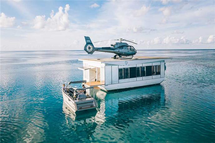 当您降落在哈迪大堡礁新建的私人心型岛浮台直升机停机坪上,您有90分钟的时间探索这区域,您也可以只是放松身心,享受海风;这个独家旅行每次仅限6位客人,包括在著名的心型礁周围乘船一次。