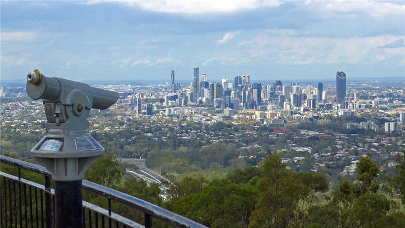库萨山(Mount Coot-Tha)位于昆士兰州首府布里斯班(Brisbane)西郊的Toowong,距离布里斯班市中心约6公里车程,可以俯瞰布里斯班市区和摩顿湾美景!