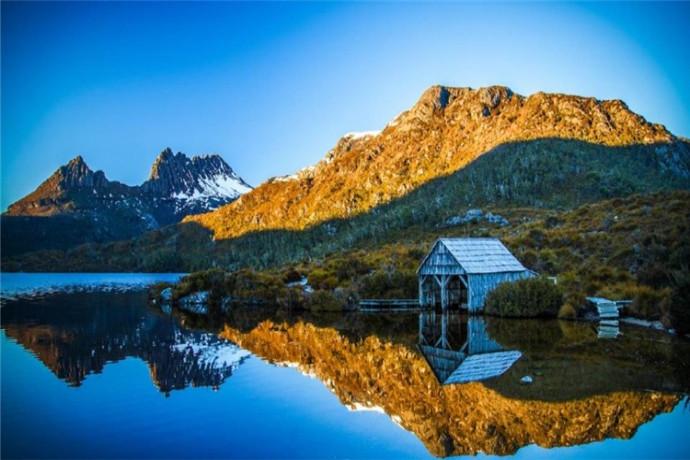 塔斯马尼亚州的荒野之地被选为世界遗产,而无疑是塔斯马尼亚州的荒野明珠,也是澳大利亚当之无愧的最美国家公园之一。无论是摇篮山峻峭的高峰,还是火山湖那如镜的湖水,都将是您一生的荒野记忆。
