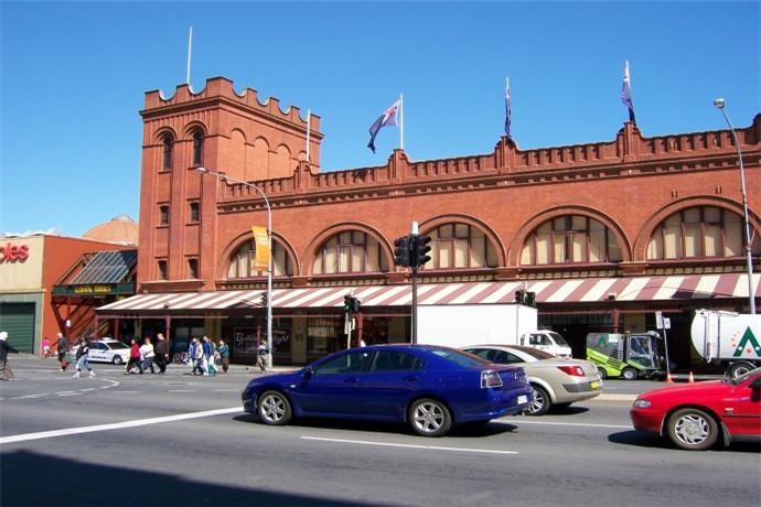 繁华的阿德莱德中央市场是这座城市食品和生活方式的缩影,并且这里是澳大利亚最大的产品市场之一,每月都有一百多万人穿过阿德莱德中央市场。欣赏嘉宾大厨展示厨艺,或是参加一堂烹饪课。