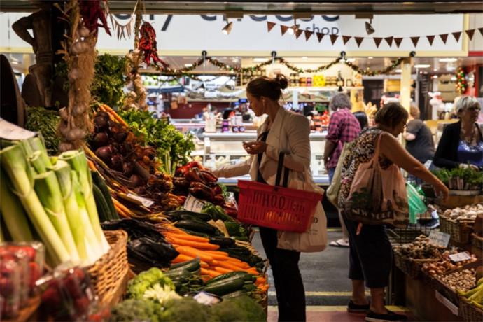 阿德莱德中央市场是澳洲最大的生鲜市场之一,提供多种生鲜食品和各种不同产品,也是阿德莱德市中心的人气旅游景点之一[1]。阿德莱德中央市场上销售各种不同产品,包括水果、蔬菜、肉类、海鲜、咖啡、面包等食品。