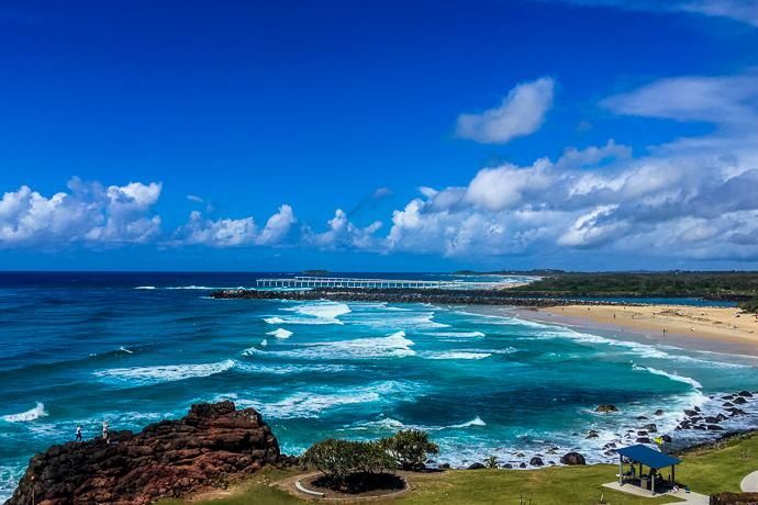 Point Danger是一个岬角,位于澳大利亚东海岸黄金海岸南端的Coolangatta。由西部的鲷鱼岩和彩虹湾分开,南面是杜兰巴海滩和特威德河口,现今的Point Danger也指出了自1863年以来新南威尔士和澳大利亚昆士兰之间的边界。