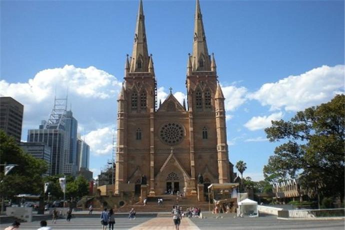 圣玛丽大教堂不仅是过去的宝贵遗产,也是今天整个城市和国家精神和文化生活的重要组成部分。圣玛丽大教堂内部可以免费自由参观,游人们一进入教堂,立刻就会被一种庄严肃穆的气氛所感染。