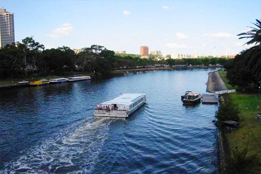 墨尔本亚拉河 (Yarra River)