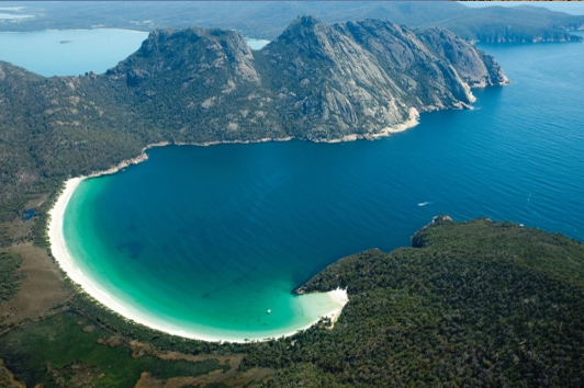 塔斯马尼亚酒杯湾 (Wineglass Bay)