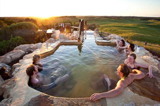 墨尔本旅游景点-莫宁顿半岛温泉(Peninsula Hot Springs)
