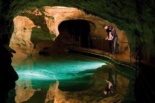 悉尼珍罗蓝钟乳洞(Jenolan  Caves)
