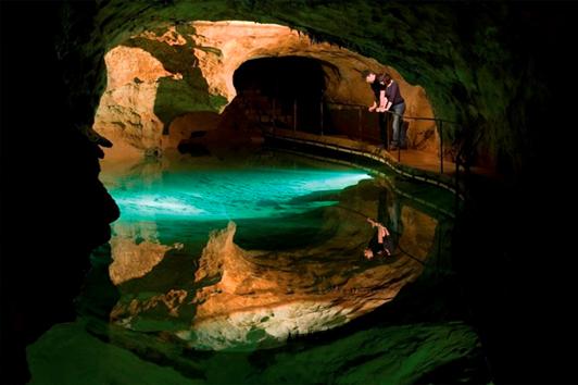 悉尼珍罗兰山洞 (Jenolan Caves)